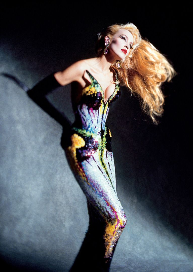 Dominique Issermann, Jerry Hall. Tenue : Thierry Mugler, collection Les Insectes, haute couture printemps-été 1997.